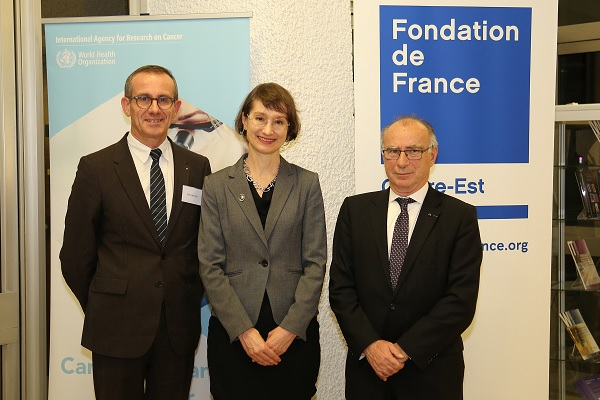 Mr Pierre Mouton, President of the Rotary Club de Lyon, Dr Elisabete Weiderpass, IARC Director and Mr Yves Minssieux, President of the Lyon committee of the Fondation de France Centre-Est